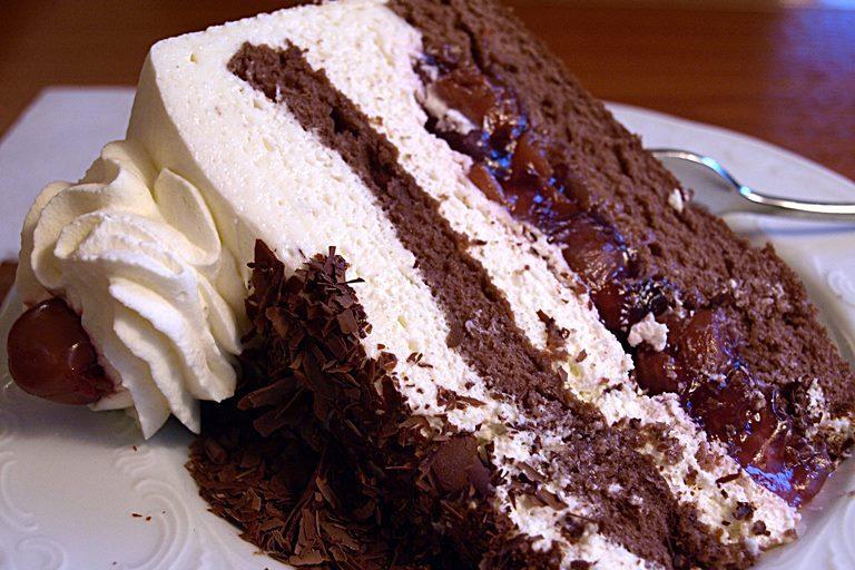 black-forest-cake-1382649_1920.jpg