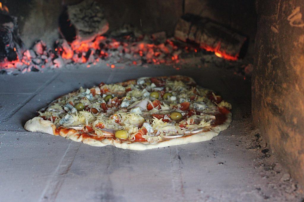 pizza-dubrovnik-go-dubrovnik-food-croatia-2.jpg